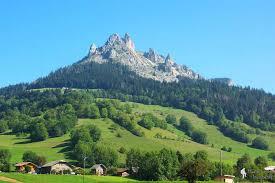 Déposer ses valises au camping l'Idéal en Haute Savoie